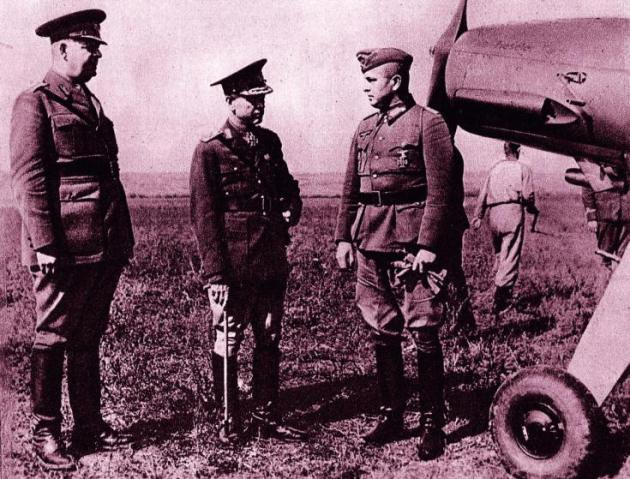 Fieldmarshal Ion Antonescu visiting the advanced lines of the Moldovan front.