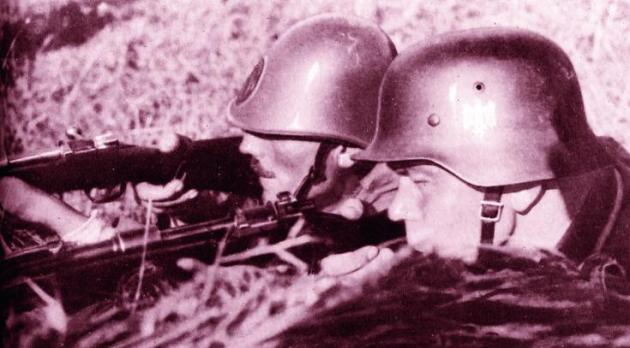 Royal infantryman and Wehrmacht truppen shoulder to shoulder against the bolshevic barbarians.