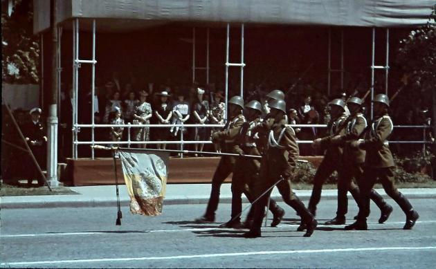 Garda-drapelului-parada-de-10-mai-1943