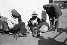 pantofii-se-repara-pe-loc-galerie-foto-poze-imagini-portal-romania-mare-interbelica-judete-teritoriu-geografie-istorie-populatie-societate-economie-cultura-religie-administratie
