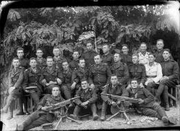 2 imagini: militari, 1938